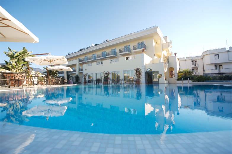 piscina-hotel-ashley
